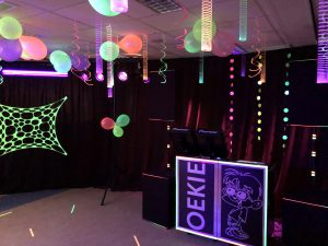Neon blacklight party versiering aankleding.